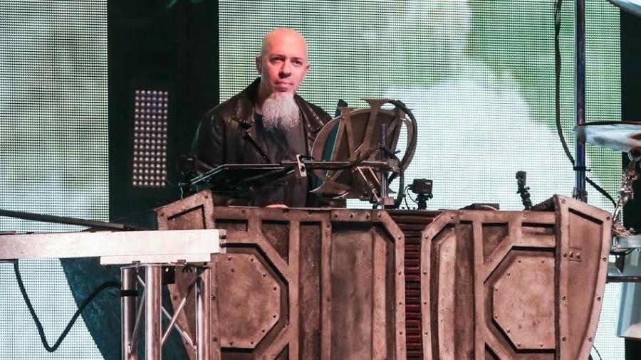 22.jun.2016 - Jordan Rudess (piano) no show da banda Dream Theater em São Paulo - Manuela Scarpa /Brazil News
