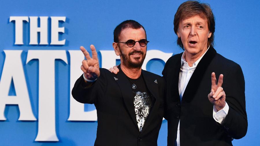 """15.set..2016 - Ringo Starr e Paul McCartney posaram para foto na pré-estreia do filme """"The Beatles Eight Days a Week: The Touring Years"""", em Londres - Ben Stansall/AFP"""