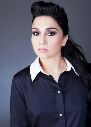 A modelo e escritora Nalini Narayan diz que aos 15 anos teve o primeiro orgasmo só por estimulação nos seios