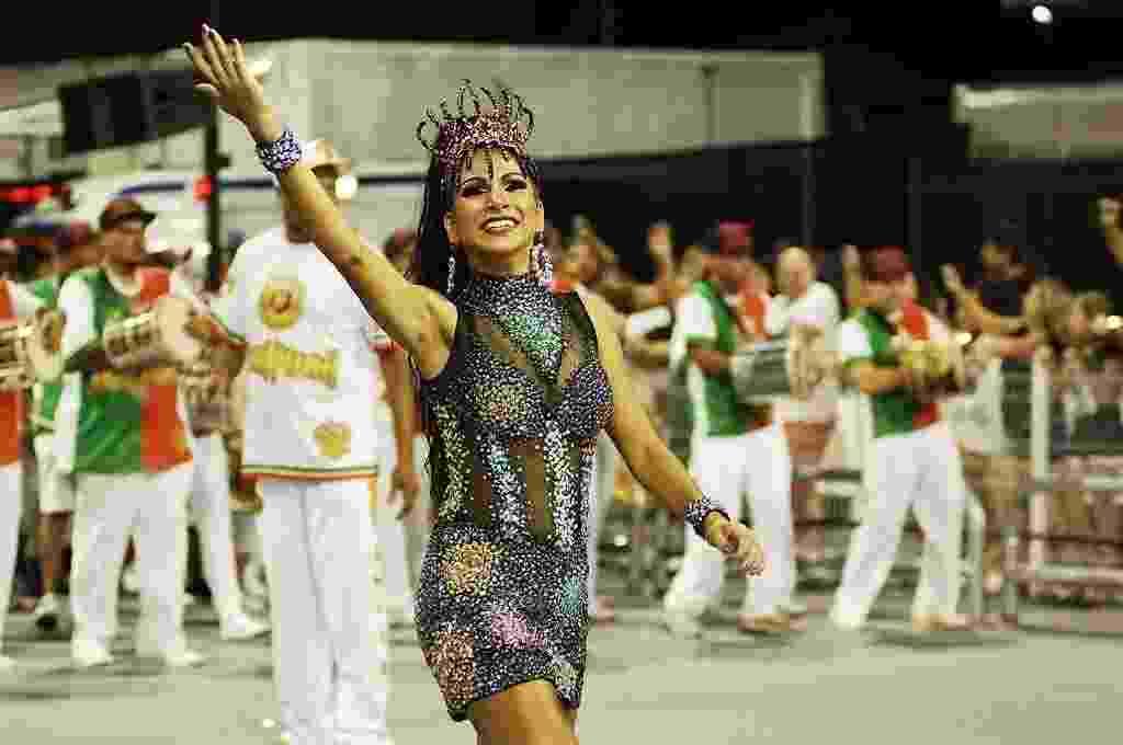 17.fev.2017 - A rainha da bateria da Mocidade Alegre, Aline Oliveira, no ensaio técnico da escola no Anhembi, o último antes do Carnaval - Reinaldo Canato/UOL