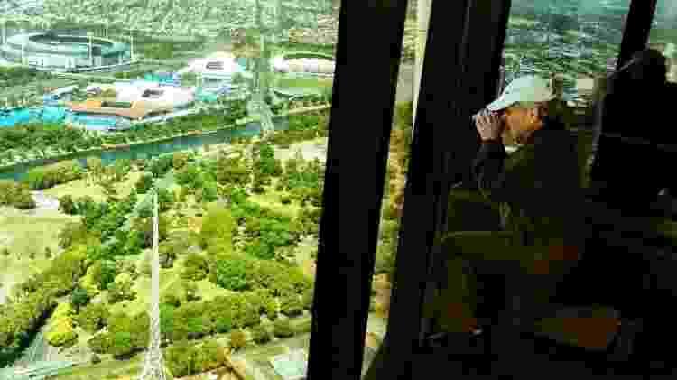 Turista na torre Eureka, em Melbourne, Austrália - Marcel Vincenti/UOL - Marcel Vincenti/UOL