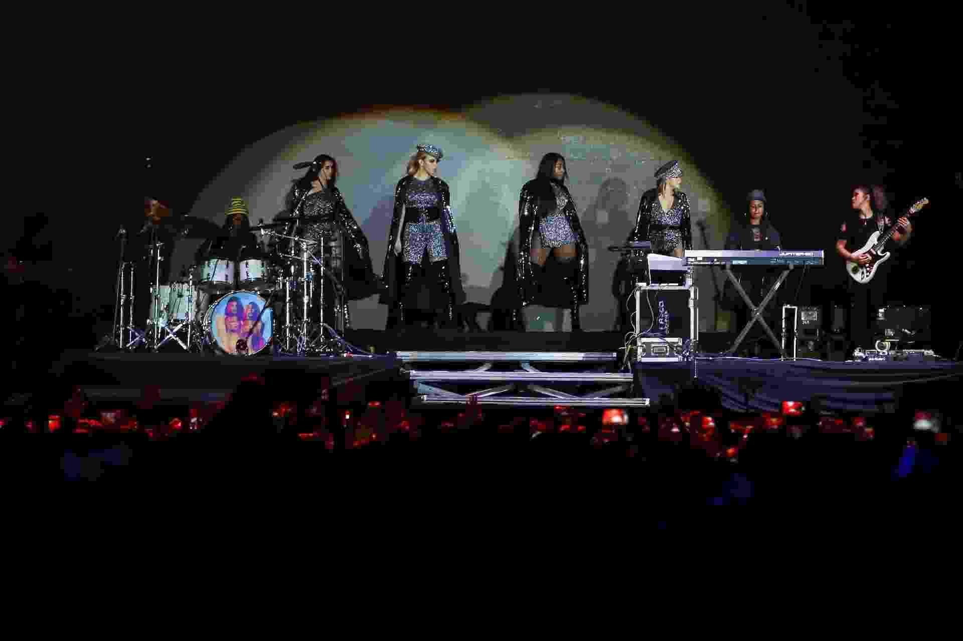 """""""São Paulo, vocês estão prontos? Nós somos o Fifth Harmony"""", disse em português Lauren na abertura do show do grupo pop no  VillaMix Festival São Paulo neste sábado (7), em São Paulo  - Amanda Perobelli/UOL"""