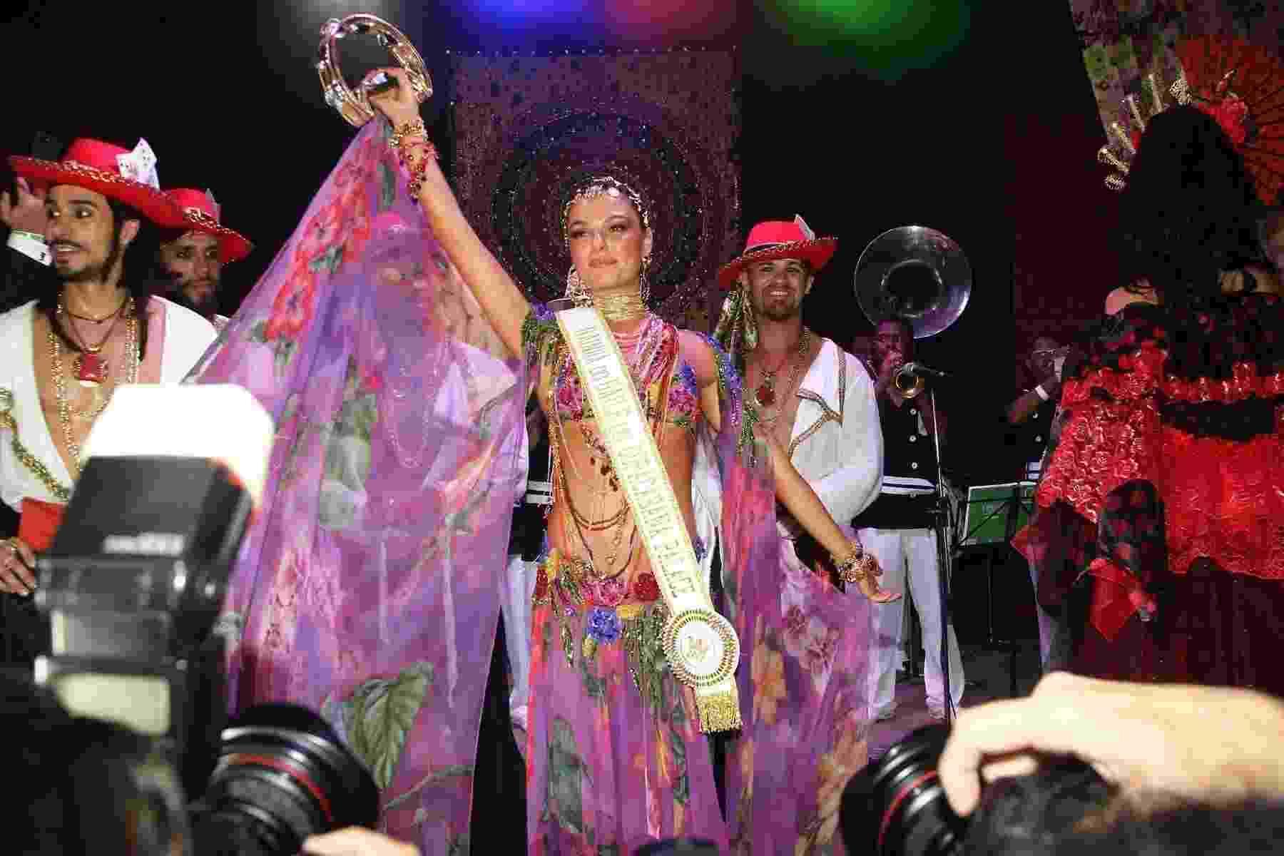 Isis Valverde é coroada rainha do Baile do Copa, que teve como tema o universo cigano - Manuela Scarpa/Brazil News