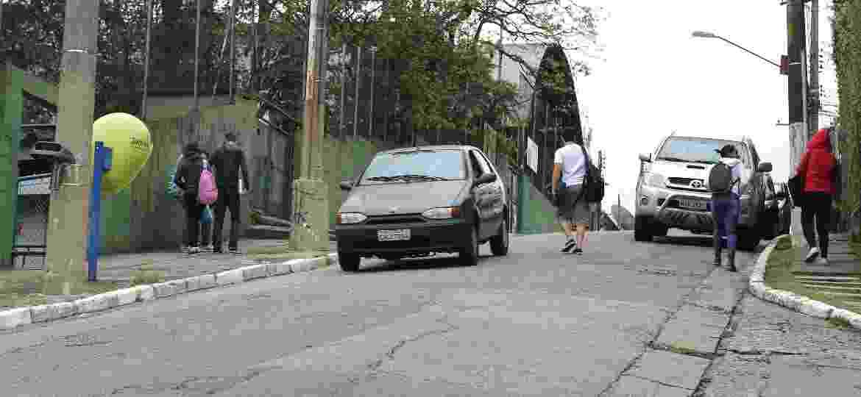"""Fiat Palio desce ladeira de Perdizes, na zona Oeste de São Paulo (SP): é melhor engrenado ou na """"banguela""""? - Rivaldo Gomes/Folhapress"""