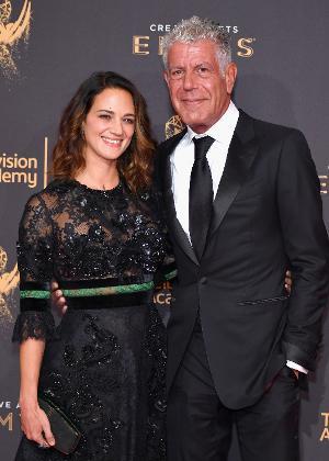Asia Argento e Anthony Bourdain em foto de 2017