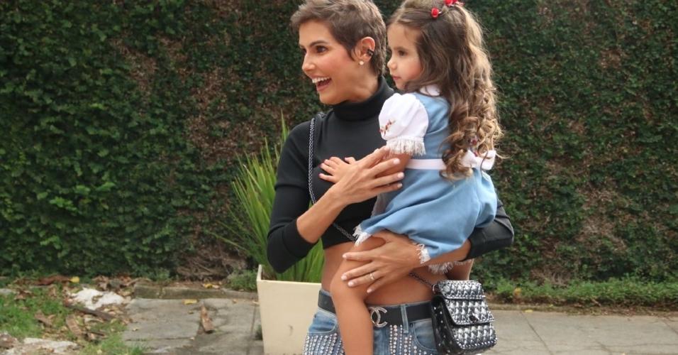 Deborah Secco e a filha Maria Flor