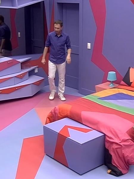 """Tiago Leifert mostra interior de quarto de """"BBB19"""" - Reprodução/Globo"""