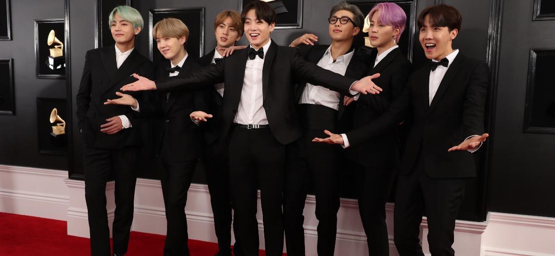 Os integrantes do BTS no tapete vermelho do Grammy 2019 - Reuters
