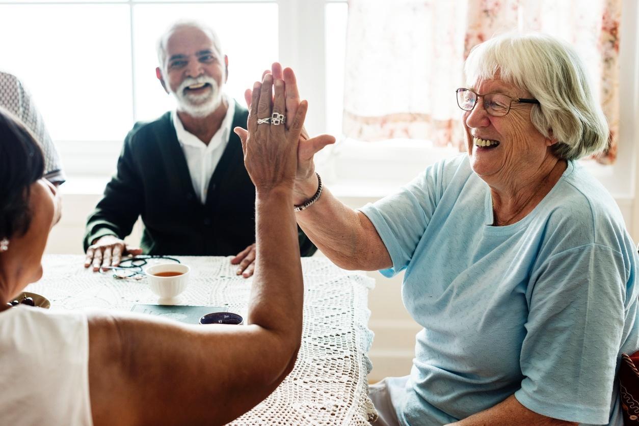 Xô, solidão: idosos que interagem com pessoas variadas são mais ...