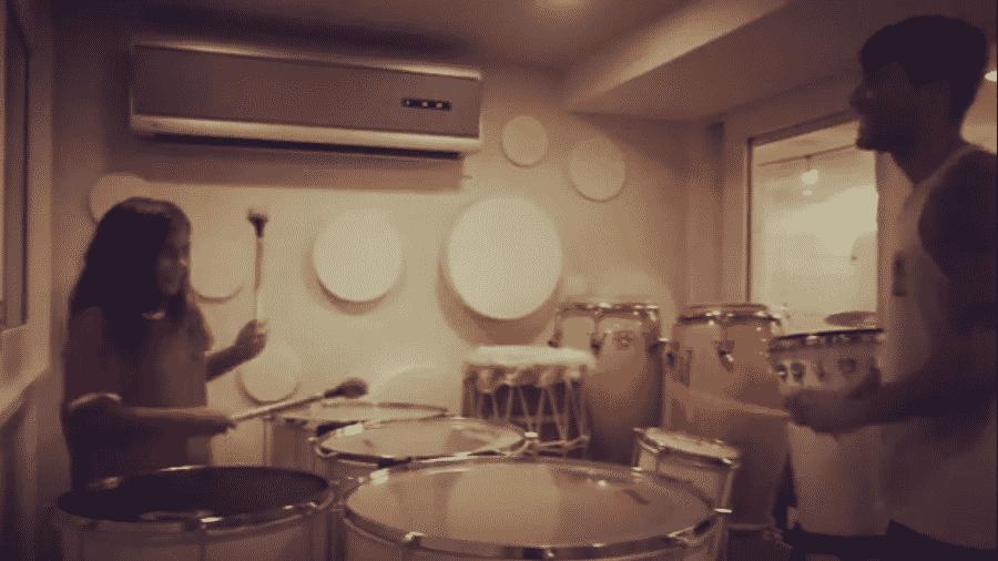Marcelo, filho de Ivete Sangalo e Daniel Cady, toca percussão com o pai - Reprodução/Instagram