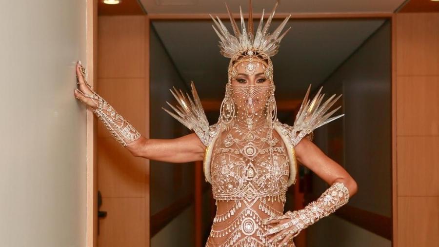 Como rainha de bateria da Gaviões da Fiel, Sabrina Sato usa fantasia que representa o Oriente - Iwi Onodera/UOL