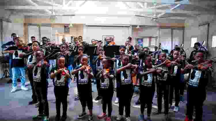 Estudantes da Buskaid se apresentam na África do Sul - Wikus de Wet/AFP - Wikus de Wet/AFP