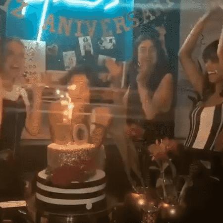 """Fiorella Mattheis, Thaila Ayala e Débora Nascimento cantam """"Parabéns"""" para Sophie Charlotte - Reprodução/Instagram"""