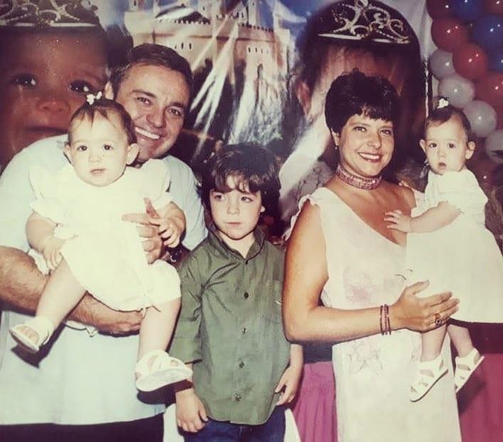 Rose Miriam, ex-companheira de Gugu, postou foto da família