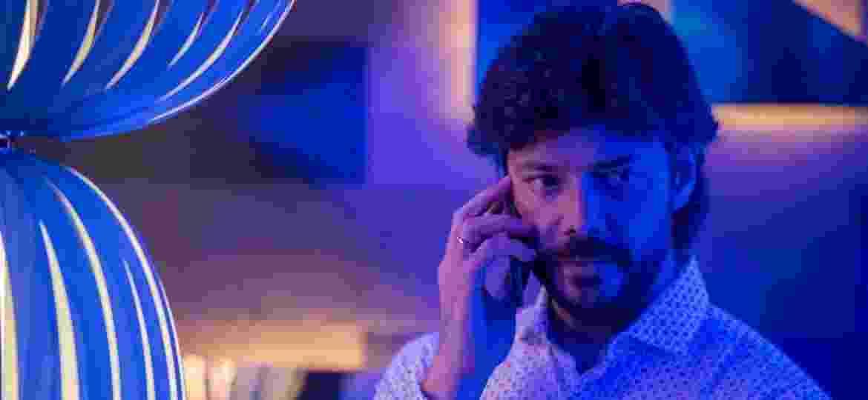"""Álvaro Morte na segunda temporada de """"O Píer"""", exibida no Brasil pelo Lifetime - Divulgação"""