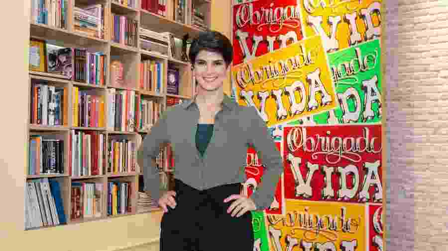 Mariana Godoy posa no cenário de seu novo programa - Kelly Fuzaro/Band