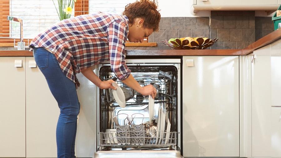 Lava-louças é sinônimo de praticidade e também de econimia - Getty Images