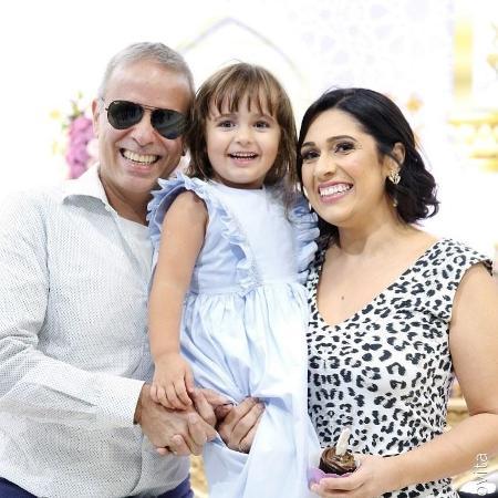 Dudu Braga com a esposa, Valeska, e a filha do casal, Laura - Reprodução/Instagram