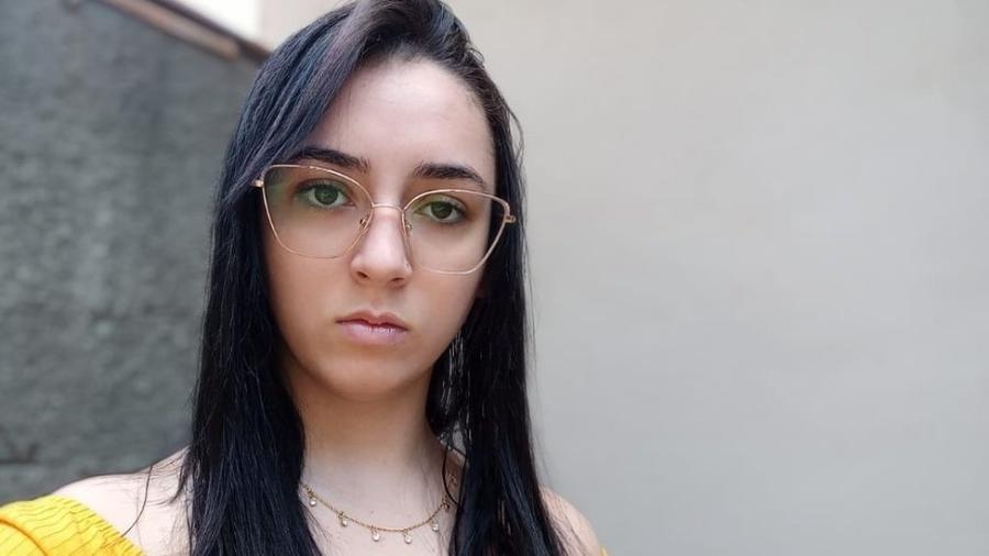 Lara da Silva se tornou meme após briga na saída da escola, em novembro de 2015 - Arquivo Pessoal