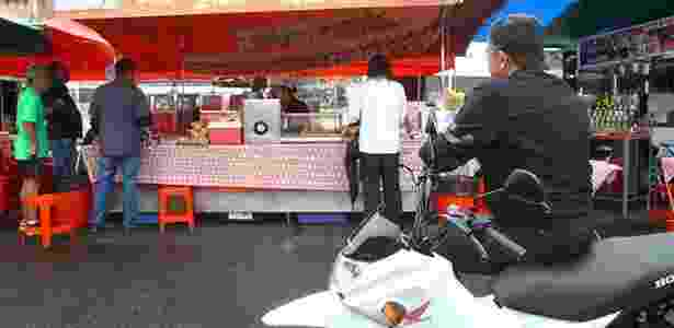 Almoço na feira da praça Charles Miller, com dois pasteis e um caldo de cana: R$ 12 - Mario Villaescusa/Infomoto