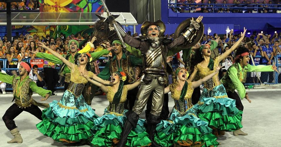8.fev.2015 - A comissão de frente da Mocidade Independente de Padre Miguel, que representou a fictícia chegada de Dom Quixote ao Brasil