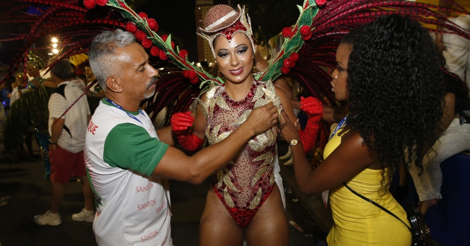 8.fev.2016 - Destaques da escola Grande Rio no Carnaval 2016 do Rio de Janeiro