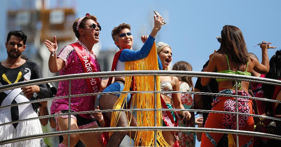 O promoter David Brasil, padrinho do Bloco das Poderosas, e a Musa do bloco, Isabela Santoni