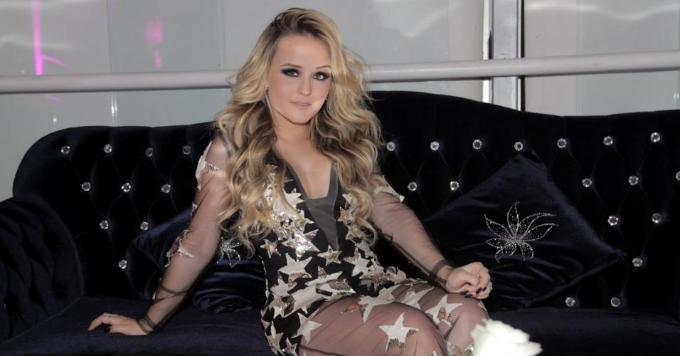 Aos 16 anos, Larissa Manoela faz festa luxuosa em buffet na Vila Nova Conceição, em São Paulo. A atriz surge em vestido de estrelas no evento de comemoração pelos seus 10 milhões de seguidores no Instagram
