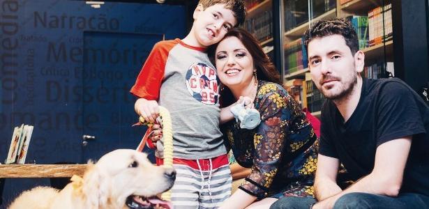Theo com os pais Andrea Werner e Leandro Bonoli