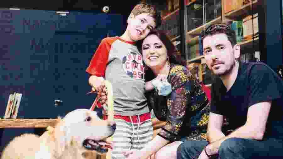 Theo com os pais Andrea Werner e Leandro Bonoli - Arquivo pessoal