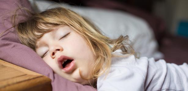 Dormir ajuda as crianças a controlar suas respostas emocionais