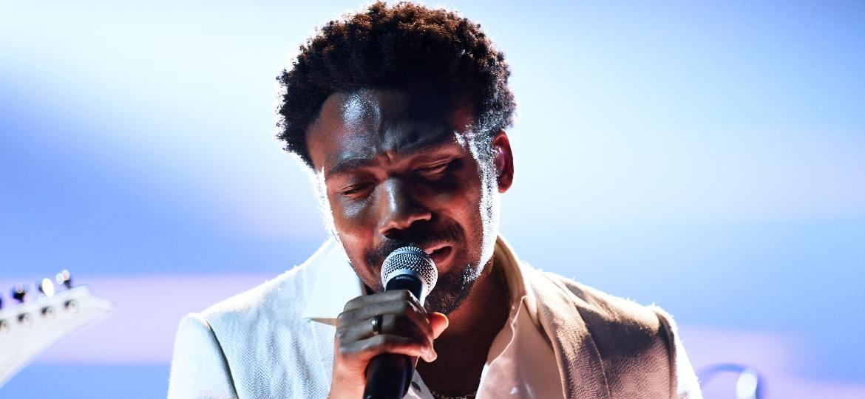Childish Gambino, projeto de Donald Glover, se apresenta no palco do Grammy 2018 - Getty Images
