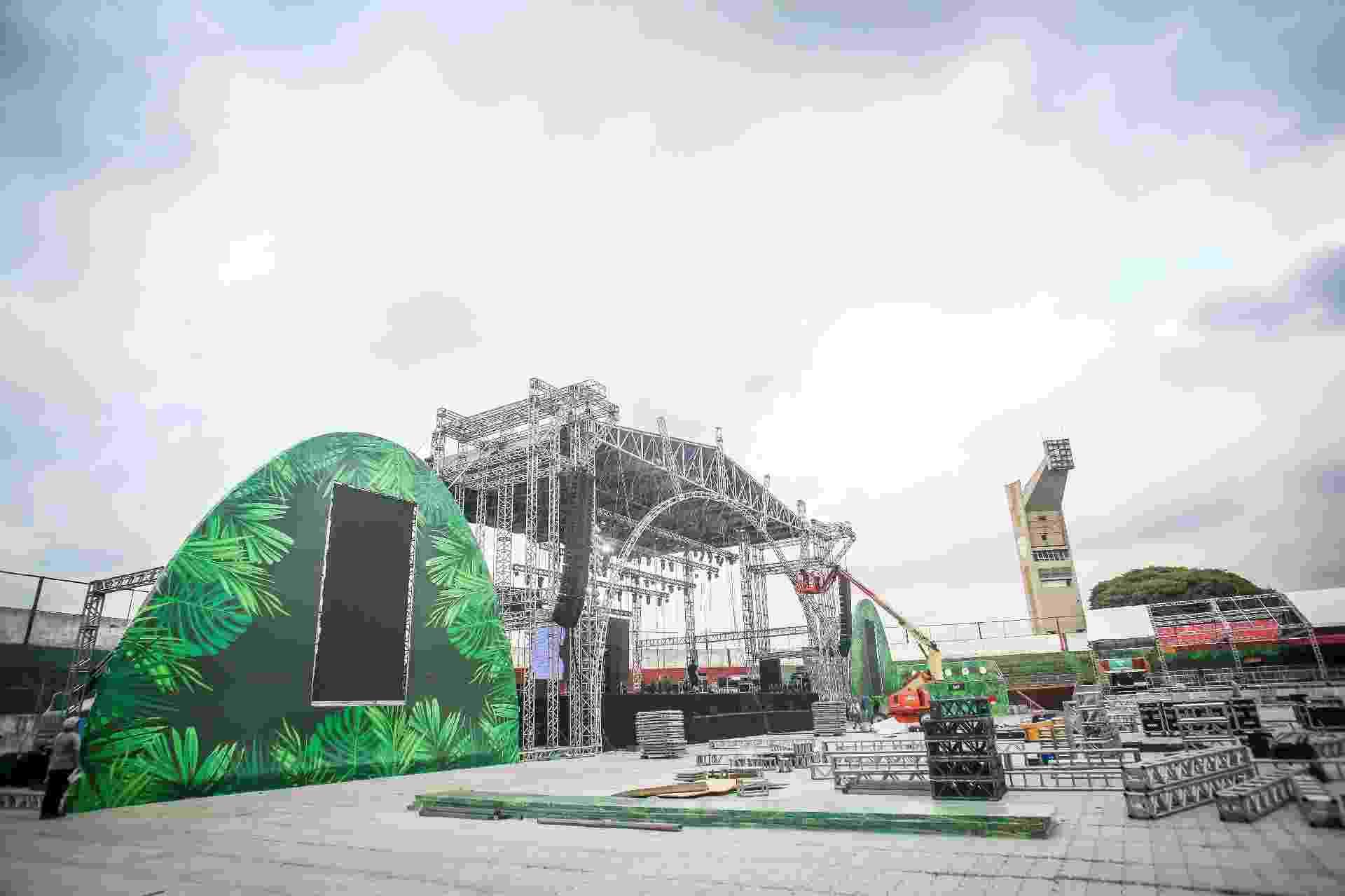 CarnaUOL montagem dos palcos no Canindé - Edson Lopes Jr./UOL