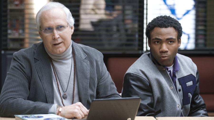 """Chevy Chase e Donald Glover em cena de """"Community"""" - Reprodução"""