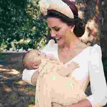 Príncipe Loius no colo da mãe, a duquesa Kate Middleton - Reprodução/Instagram  - Reprodução/Instagram