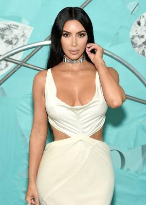 78c6c56ad Kim Kardashian é acusada de diminuir tamanho da bunda para promover ...