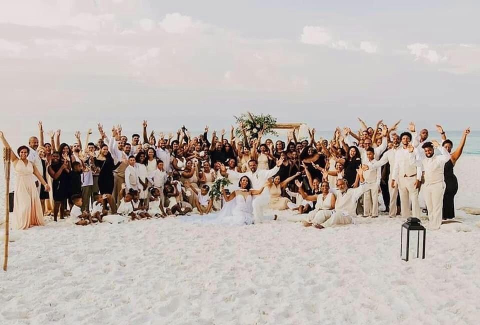 Noiva se casa com direito a 34 madrinhas: é demais?