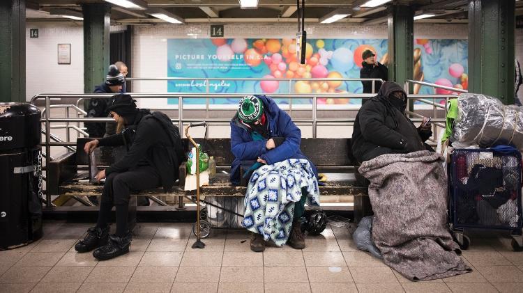 Pessoas sem teto no metrô de Nova York - Eric Kitayama/iStock