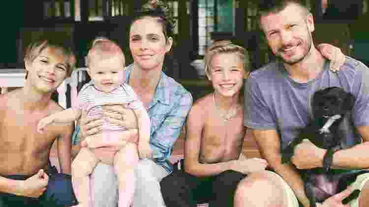Rodrigo Hilbert com a mulher, Fernanda Lima, e os filhos: João, Francisco e Maria Manoela - Reprodução/Instagram - Reprodução/Instagram