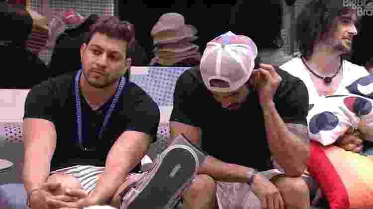 BBB 21: Caio conversa com Rodolffo na sala - Reprodução/ Globoplay - Reprodução/ Globoplay