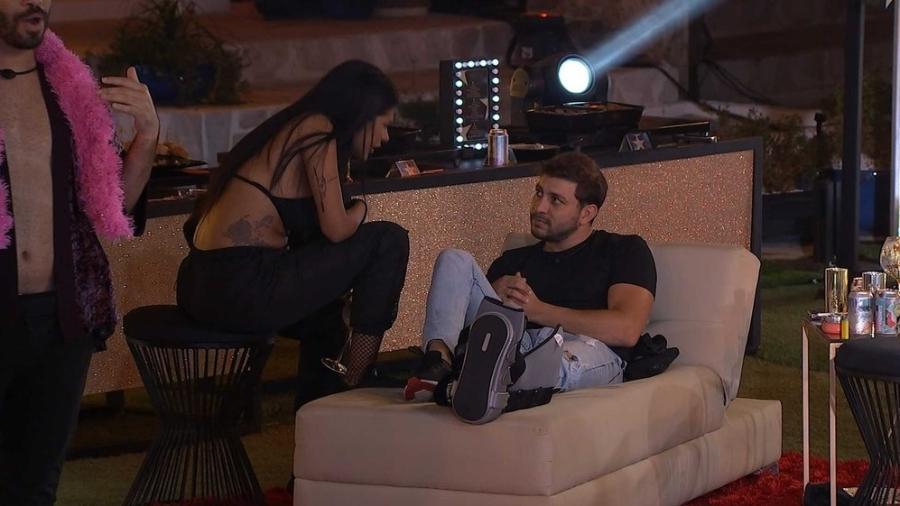 BBB 21: Caio e Pocah durante a festa da líder Sarah - Reprodução/Globoplay