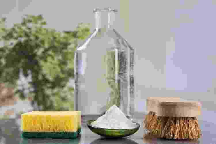 Vinagre é bem-vindo, entre vários pontos, para a limpeza de fogão, tirar odor e lustrar a louça - Getty Images/iStockphoto - Getty Images/iStockphoto