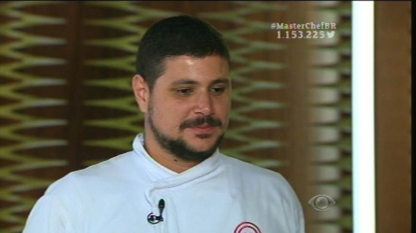 15.set.2015 -  Raul apresenta seu prato principal aos jurados