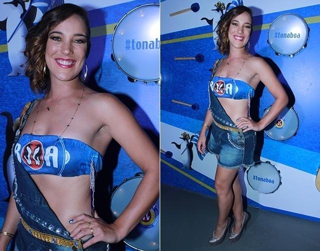 7.fev.2016 - A atriz Adriana Birolli customizou um top para a Sapucaí
