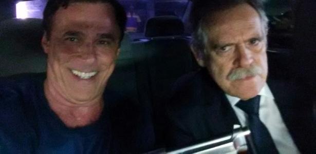 """23.fev.2016- Oscar Magrini nos bastidores da cena em que sequestra Gibson, personagem de José de Abreu em """"A Regra do Jogo"""" - Arquivo pessoal"""