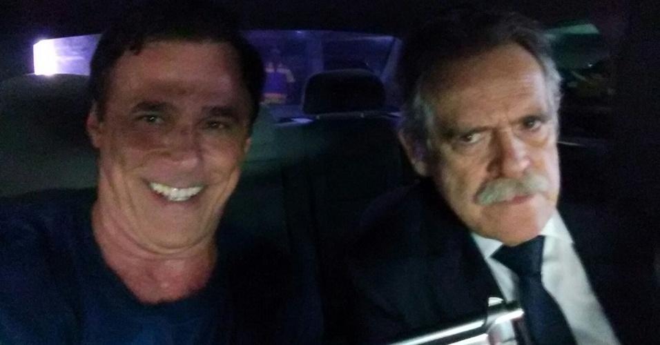 23.fev.2016- Oscar Magrini nos bastidores da cena em que sequestra Gibson, personagem de José de Abreu em