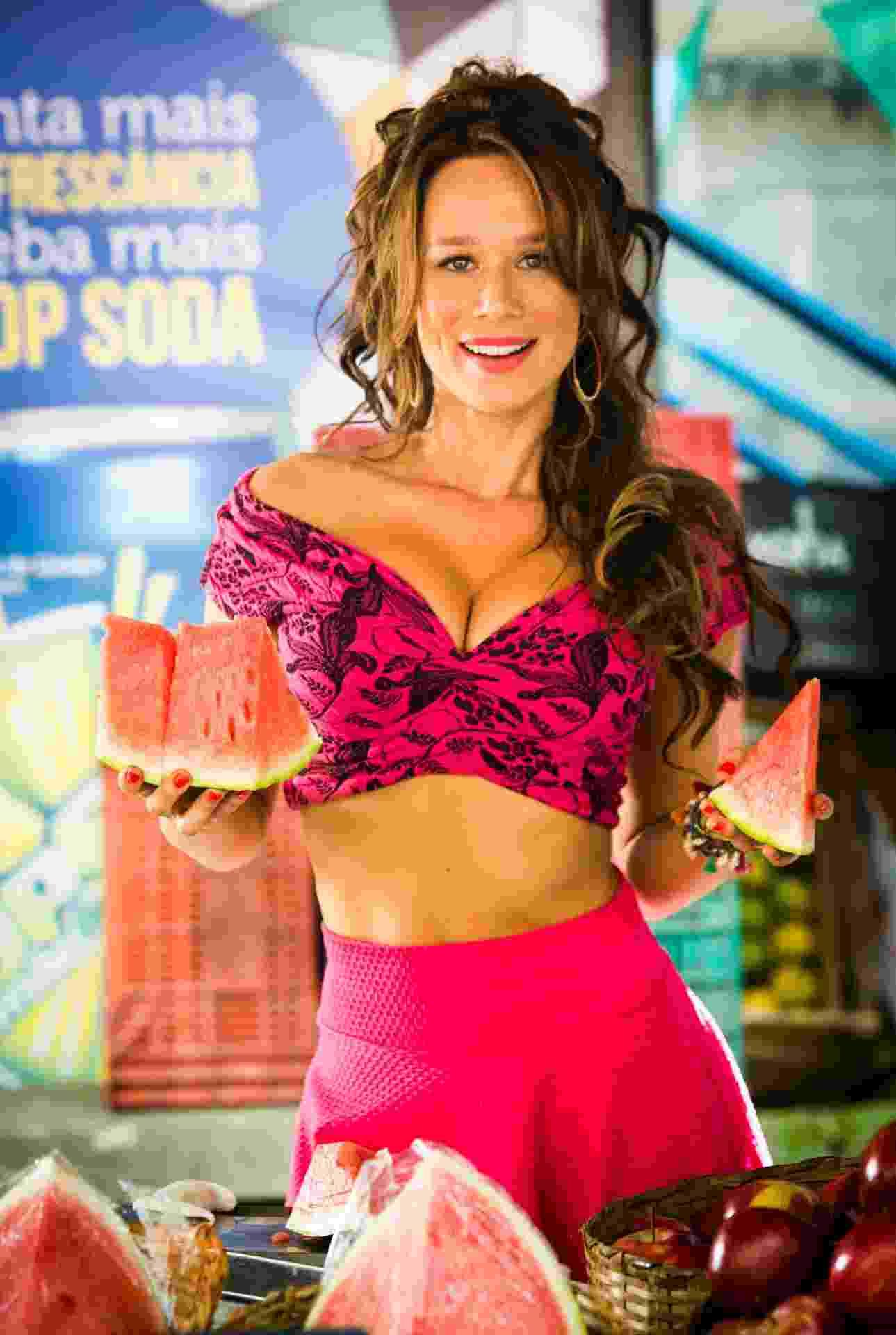"""Tancinha (Mariana Ximenes) - Extrovertida, a filha de Francesca (Marisa Orth) é dedicada à família e muito trabalhadora. Chama a atenção seu sotaque """"italianado"""", que aprendeu com a avó, quando morou no interior - João Miguel Júnior/TV Globo"""