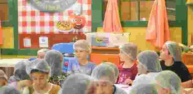 """Na """"Pizzaria Maluca"""", no Shopping Jardim das Américas, os chefs Chef Tantan e a  ajudante Lelé ensinam as crianças a fazer pizzas - Divulgação - Divulgação"""