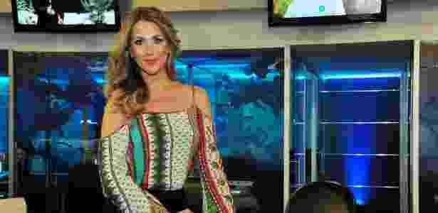 """Érica Reis apresenta o """"Leitura Dinâmica"""", na RedeTV! - Divulgação/RedeTV!) - Divulgação/RedeTV!)"""