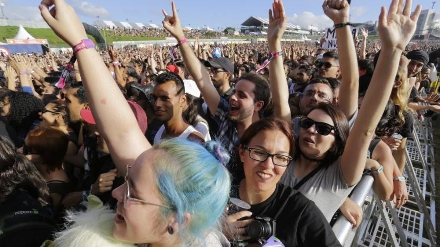 Plateia dança durante show no Lollapalooza Brasil 2017: shows já voltaram em Barcelona - Nelson Antoine/Folhapress
